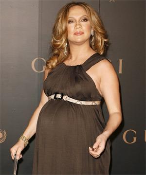 [تصویر:  Pregnant%20JLo.jpg]